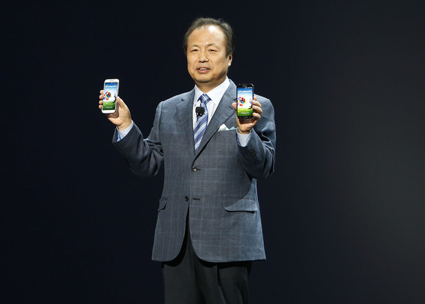 Samsung&#39;s JK Shin with the new Galaxy S4 smartphone