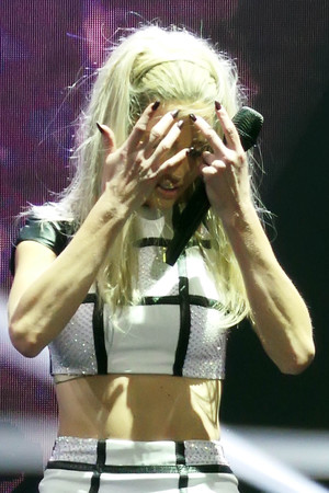 Sarah Harding, Girls Aloud, Ten tour, Liverpool arena