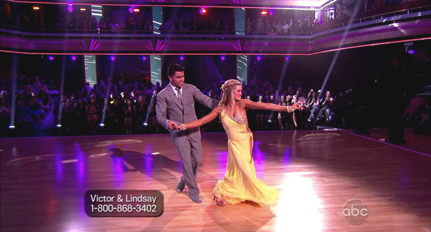 Dancing With The Stars S16E01: Victor Ortiz & Lindsay Arnold