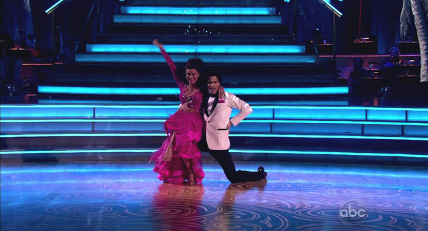 Dancing With The Stars S16E01: Lisa Vanderpump & Gleb Savchenko