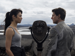 Tom Cruise, Olga Kurylenko in 'Oblivion' (2013)