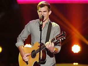 Christian Porter performs on The Voice Season 4 premiere