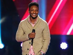 Kris Thomas performs on The Voice Season 4 premiere