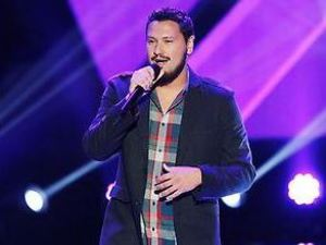 Mark Andrew performs on The Voice Season 4 premiere
