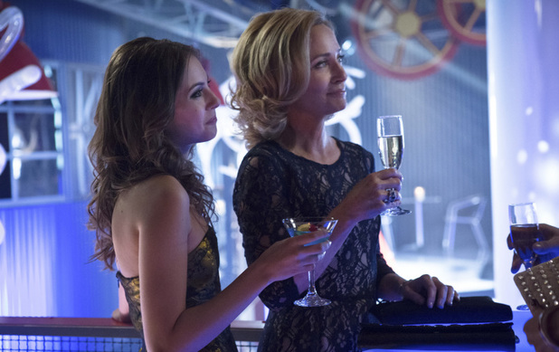 Willa Holland as Thea Queen and Susanna Thompson as Moira Queen in Arrow S01E17: 'The Huntress Returns'