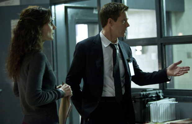 Ryan Hardy (Kevin Bacon) and Agent Parker (Annie Parisse)  in The Following S01E10: 'Guilt'