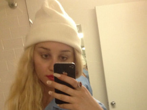 Amanda Bynes posts a picture of herself on Twitter
