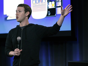 Mark Zuckerberg speaks at the Facebook&#39;s headquarters to introduce the new Home service for Android phones