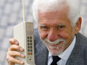 Martin Cooper holds a 1973 Motorola DynaTAC