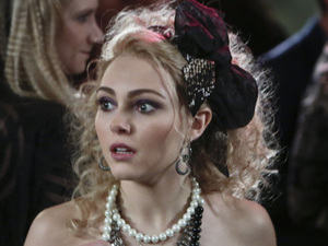 AnnaSophia Robb as Carrie Bradshaw in The Carrie Diaries S01E12: 'A First Time For Everthing'