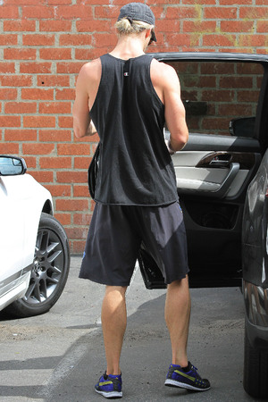 Chris Hemsworth, work out, muscles, gym, Los Angeles, gay spy
