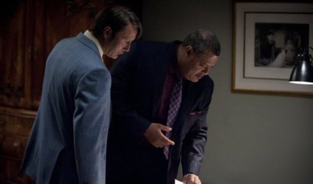 Mads Mikkelson as Dr. Hannibal Lecter, Laurence Fishburne as Jack Crawford in Hannibal S01E01: 'Apertif'