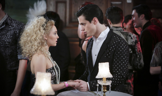AnnaSophia Robb as Carrie Bradshaw and Jake Robinson as Bennet in The Carrie Diaries S01E12: 'A First Time For Everthing'