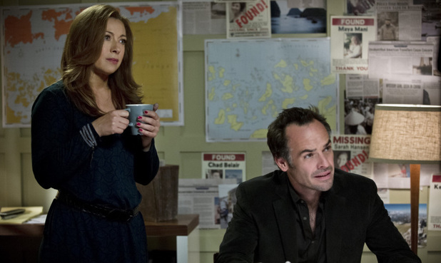 Alex Kingston as Dinah Lance and Paul Blackthorne as Detective Lance in Arrow S01E18: 'Salvation'