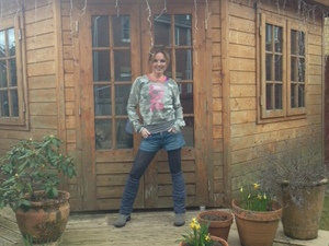 Geri Halliwell records new album in a shed.