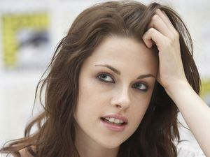 Kirsten Stewart, Comic Con 2011, Twilight, trademark pose