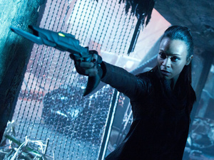 Nyota Uhura (Zoe Saldana) brandishes a weapon in 'Star Trek: Into Darkness'