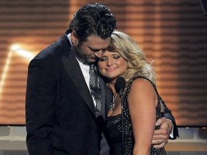 ACMs 2013: Blake Shelton gives Miranda Lambert a hug as they accept the 'Song of the Year' award