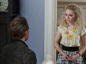 Austin Butler as Sebastian and AnnaSophia Robb as Carrie in The Carrie Diaries S01E13: 'Kiss Yesterday Goodbye'