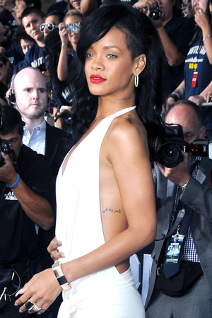 Rihanna, Battlefield, white dress
