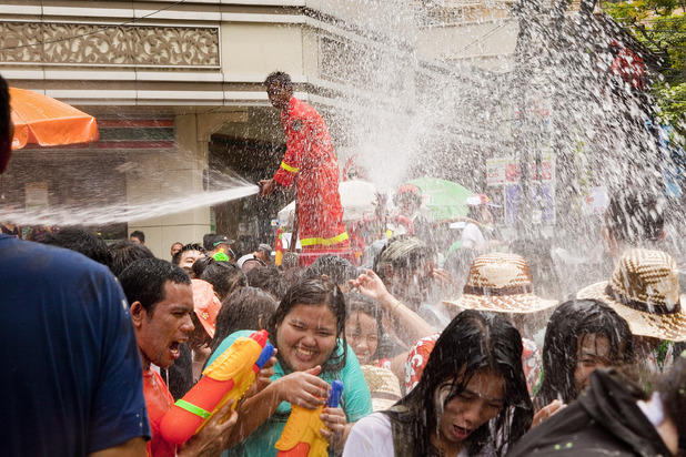 Mass water fight takes over Thailand
