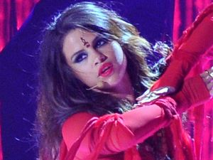 Selena Gomez performs at the MTV Movie Awards 2013
