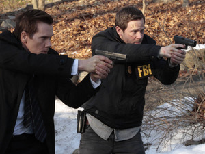 Ryan Hardy (Kevin Bacon) and Weston (Shawn Ashmore) capture one of Joe's followers in The Following S01E13: 'Havenport'