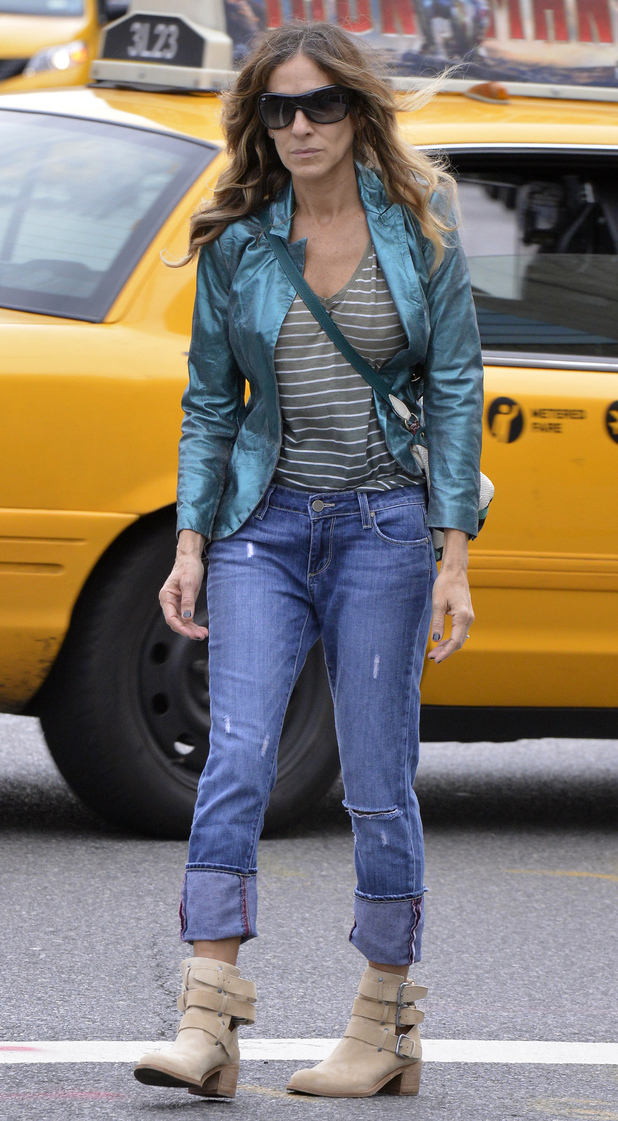 Sarah Jessica Parker hailing a cab in New York City.