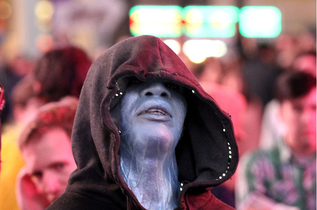 Jamie Foxx shoots a scene for 'The Amazing Spider-Man 2' as his character Electro in Time Square