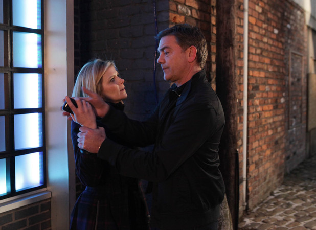 Karl threatens Leanne