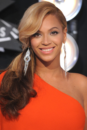Beyonce Knowles arrives at the MTV Video Music Awards 2011