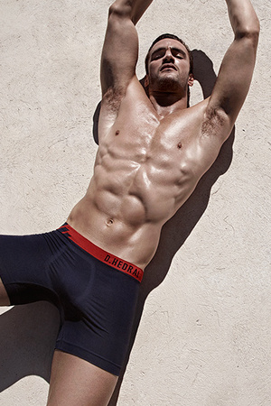 D.HEDRAL's new seamless underwear campaign fronted by former rugby star Thom Evans
