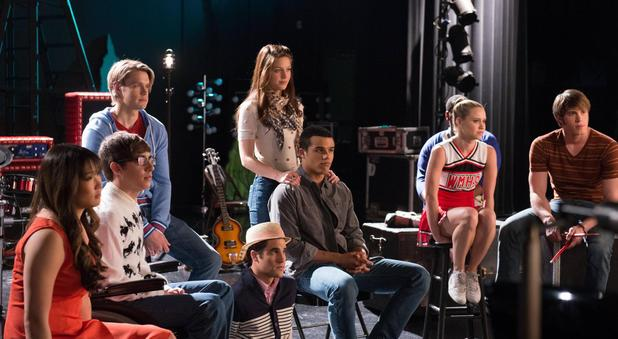 GLEE - 'Lights Out' (S04E20): The Glee club get their next assignment