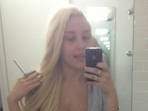 Amanda Bynes tweets that she needs to lose weight