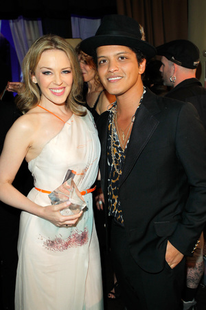 Kylie Minogue, maxi dress, courage award, Women's Cancer Research Fund, Los Angeles, Bruno Mars