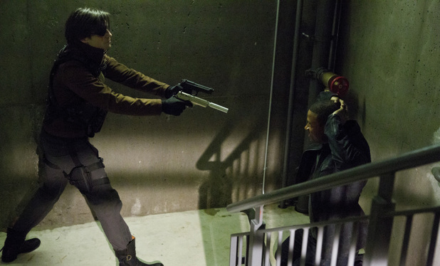 Michael Rowe as Deadshot and David Ramsey as John Diggle in Arrow S01E20: 'Home Invasion'