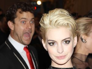 Joshua Jackson, Anne Hathaway, photobomb, met ball 2013, Punk: Chaos To Couture exhibition, Metropolitan Museum of Art, New York