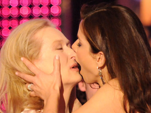 Meryl Streep, Sandra Bullock, kiss, 15th annual Critics&#39; Choice Movie Awards