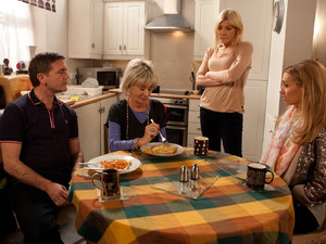 8126: Eva arrives back from her holiday and is horrified to see a ˜for sale' board outside the Rovers and Stella cleaning at the bistro. Gloria can't live with the guilt any longer and makes a shock admission to the family.