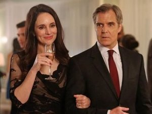 A still from Revenge S02E20: 'Engagement'