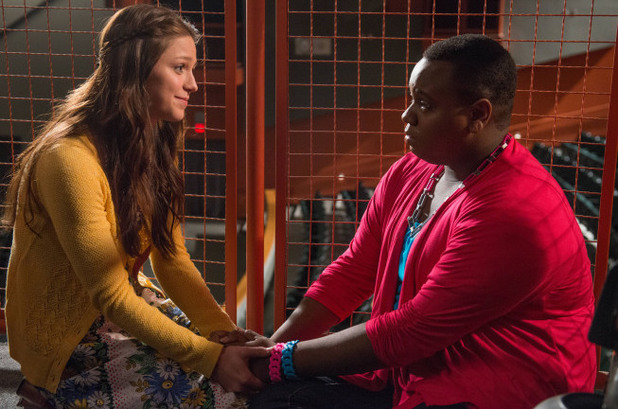 Marley (Melissa Benoist) and Unique (Alex Newell) have a heart to heart talk in Glee S04E22: 'All or Nothing'