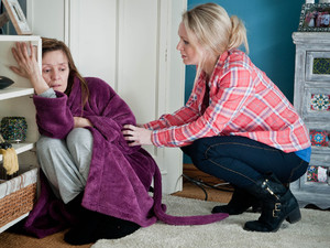 6559: Vanessa is put in an awkward position as Rhona begs her for drugs