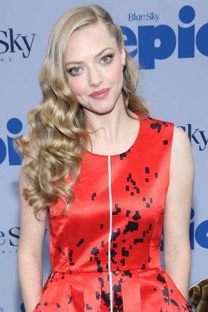 Amanda Seyfried arrives at the New York premiere of 'Epic' held at the Ziegfeld Theatre