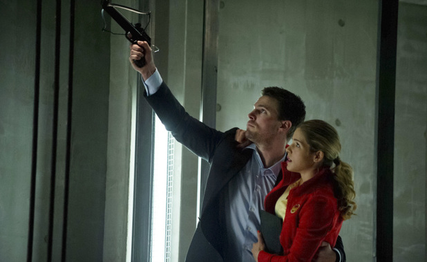 Stephen Amell as Oliver Queen and Emily Bett Rickards as Felicity Smoak in Arrow S01E22: 'Darkness on The Edge of Town'