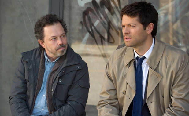 Curtis Armstrong as Metatron and Misha Collins as Castiel in Supernatural S08E23: 'Sacrifice'