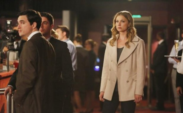 Emily Vancamp in Revenge S02E22: Truth - Part 2