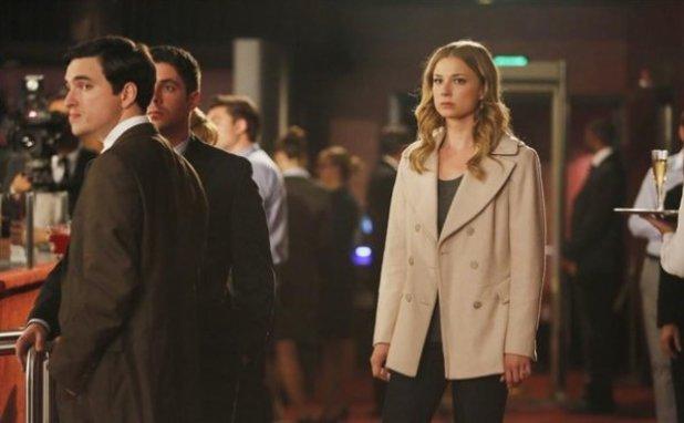 Emily Vancamp in Revenge S02E22: Truth - Part 2
