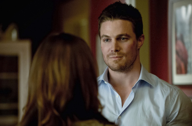 Katie Cassidy as Laurel Lance and Stephen Amell as Oliver Queen in Arrow S01E22: 'Darkness on The Edge of Town'