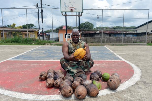 Human 'coconut peeler' Andres Gardin