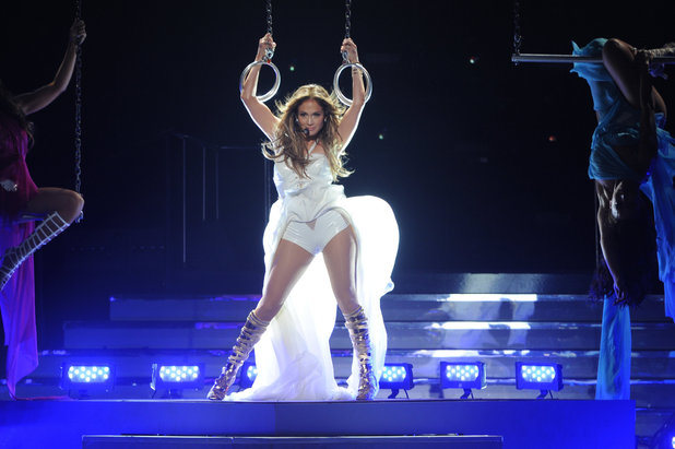 'American Idol' season 12 grand final: Jennifer Lopez performs new single 'Live It Up'